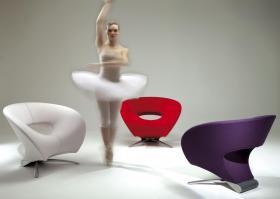 ballettdanser blant loop stoler